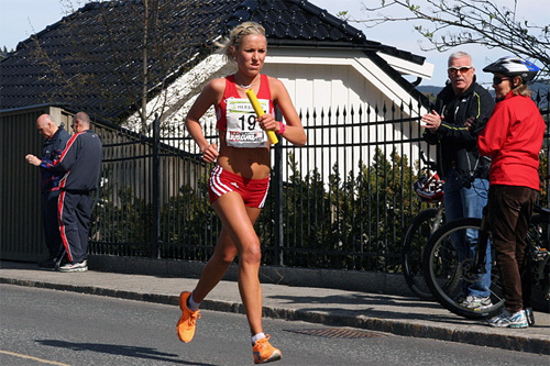 Karoline Bjerkeli Grøvdal i en tidligere utgave av Holmenkollstafetten. Foto: Ola Jordheim Halvorsen.