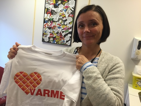 Anita Mørk russ vafler og kondomer med t-skjorte_464x348.jpg