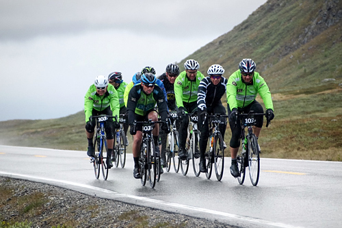 Nordlysbyen Sykkel på vei mo seier i Onroad Finnmark 2015. Foto: Niels Westphal/Onroad Finnmark.