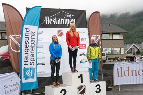 Damenes seierspall i Hestanipen Opp 2015. Foto: Birte Lee Tveit / Christian Lee Moulin.