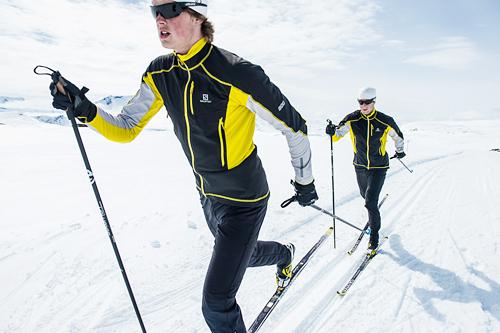 Mårten og Petter Soleng Skinstad trener på Sognefjellet. Foto: Vegard Breie.