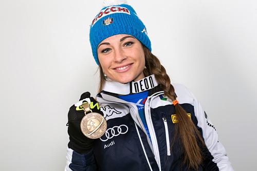 Dorothea Wierer med sin medaljefangst fra VM i Kontiolahti 2015. Foto: NordicFocus.