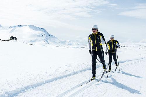 Mårten Soleng Skinstad og hans bror Petter på Sognefjellet. Foto: Vegard Breie.