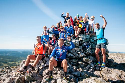 Petter og brødrene Tomas og Even Northug hadde en fin tur til toppen av Trysilfjellet sammen med 180 barn fra sommerskiskolen. Foto: Hans Martin Nysæter/Destinasjon Trysil.