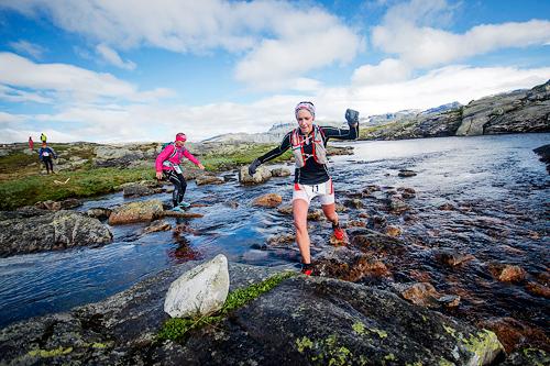 Mye nedbør i forkant av 2015-utgaven av Hardangervidda Marathon hadde gjort små bekker om til elver. Kai-Otto Melau/Xtremeidfjord.