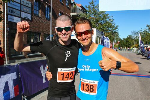 Lars Petter Stormo i blått ble totalvinner av Montebellotrippelen 2015 etter sin 2. plass i finalen under Montebelloløpet. Mannen i sort er Jarle Wermskog som seiret i finaleløpet. Arrangørfoto.