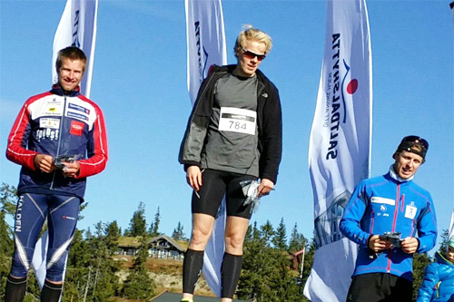 Herrenes seierspall i Monsterbakken Opp Sjusjøen 2015. Fra venstre: Emil Wingstedt (2. plass), Henrik Nøkleby (1) og Petter Soleng Skinstad (3). Foto: Privat.