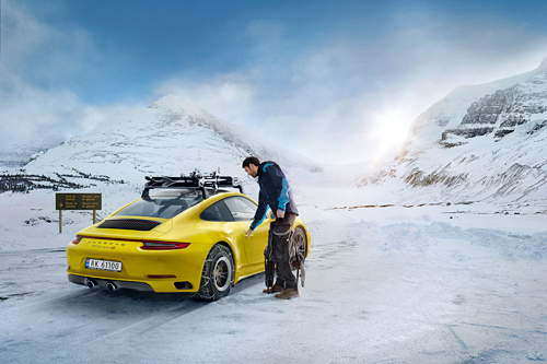 Illustrasjonsbilde av Porsche i vinterfjellet. Foto: Porsche.