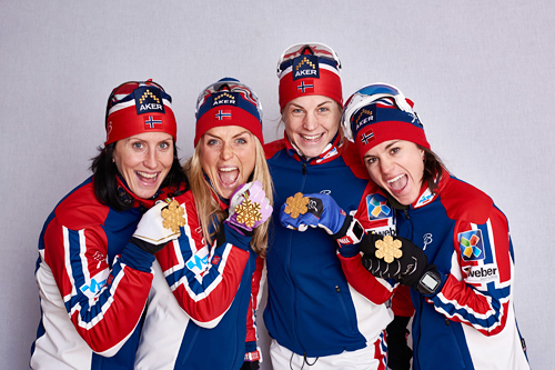 Norges gulljenter fra VM-stafetten i Falun 2015. Fra venstre: Marit Bjørgen (4. etp.), Therese Johaug (2), Astrid Uhrenholdt Jacobsen (3. etappe) og Heidi Weng (1). Foto: NordicFocus.