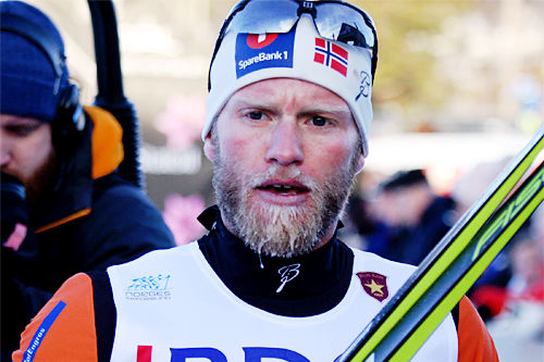 Martin Johnsrud Sundby etter å ha blitt disket på 15 km klassisk under Beitosprinten 2015 grunnet skøytetak. Foto: Geir Nilsen/Langrenn.com.