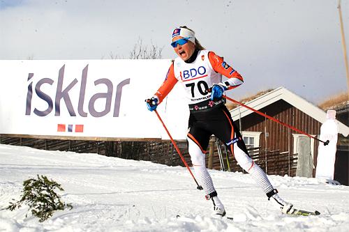 Therese Johaug på vei mot suveren seier på 7,5 km i klassisk stil under Beitosprinten 2015. Også for nettavisen Langrenn.com ble november 2015 en meget god måned. Foto: Geir Nilsen/Langrenn.com.