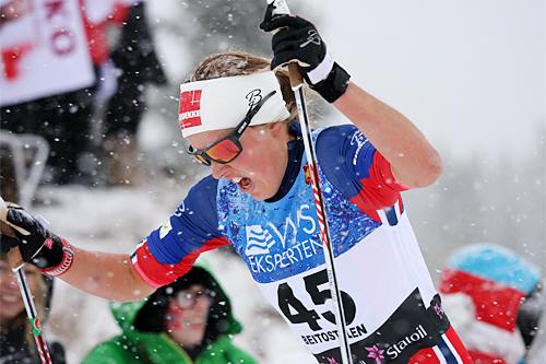 Kari Øyre Slind på vei mot en sterk 2. plass på 7,5 km i fristil under Beitosprinten 2015. Foto: Geir Nilsen/Langrenn.com.