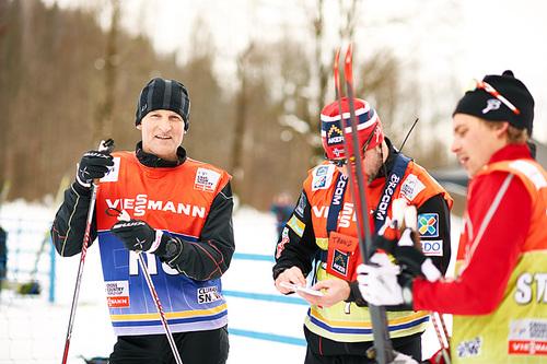 Vegard Ulvang sammen med daværende norske landslagstrener Trond Nystad under Tour de Ski i Oberstdorf et tidligere år. Foto: Felgenhauer/NordicFocus.