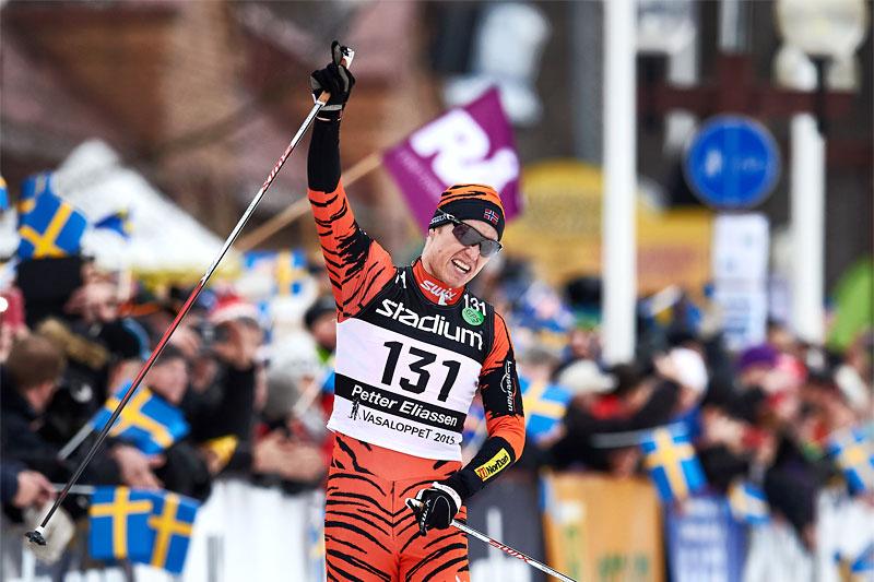 Petter Eliassen jubler over seier i Vasaloppet 2015. Foto: Felgenhauer/NordicFocus.
