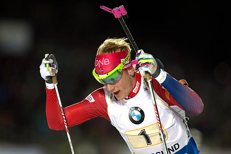 Johannes Thingnes Bø på normaldistanse under verdenscupen i Östersund 2015. Foto: Manzoni/NordicFocus.