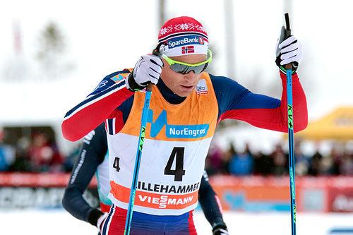 Niklas Dyrhaug i fellesstarten med skibytte under verdenscupen på Lillehammer 2015 der han ble nummer to. Foto: Modica/NordicFocus.