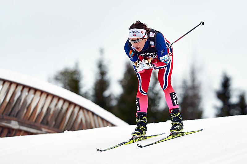 Maiken Caspersen Falla på vei mot femteplass i skiathlon på Lillehammer. Foto: Modica/NordicFocus.
