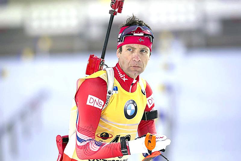 Ole Einar Bjørndalen på sprint under verdenscupen i Östersund 2015. Det endte med tredjeplass. Foto: Manzoni/NordicFocus.
