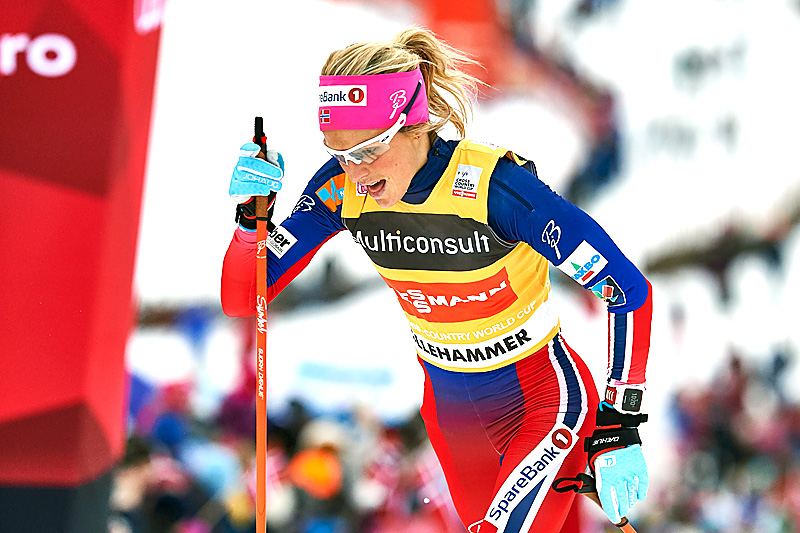 Therese Johaug på vei mot suveren seier på skiathlon i Lillehammer. Foto: Modica/NordicFocus.