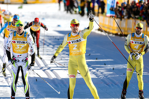 John Kristian Dahl spurtvant La Sgambeda foran Yevgeny Dementiev (.t.v) og Johan Kjølstad (t.h.). Foto: Rauschendorfer/NordicFocus.