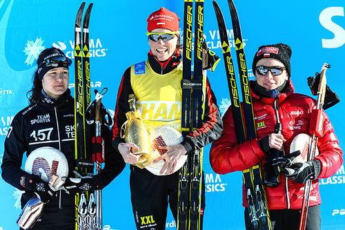 Seierspallen for damer i La Sgambeda 2015. Fra venstre: Britta Johansson Norgren (2.-plass), Katerina Smutna (1) og Justyna Kowalczyk (3). Foto: Rauschendorfer/NordicFocus.