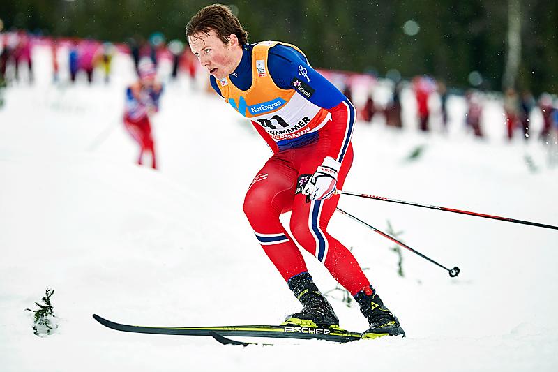 Emil Iversen underveis i skiathlon-rennet på Lillehammer i verdenscupen 2015/2016 som endte med en sterke sjuendeplass for trønderens del. Foto: Modica/NordicFocus.