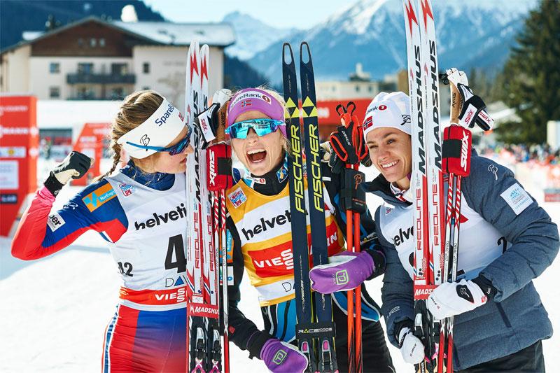 Helnorsk seierspall på 15 km fristil i Davos 2015. Fra venstre: Ingvild Flugstad Østberg (2. plass), Therese Johaug (1) og Heidi Weng (3). Foto: Felgenhauer/NordicFocus.