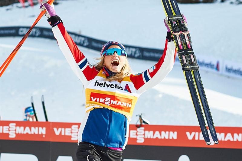 Therese Johaug jubler over å ha vunnet 15 km fristil i verdenscupen i Davos 2015. Foto: Felgenhauer/NordicFocus.