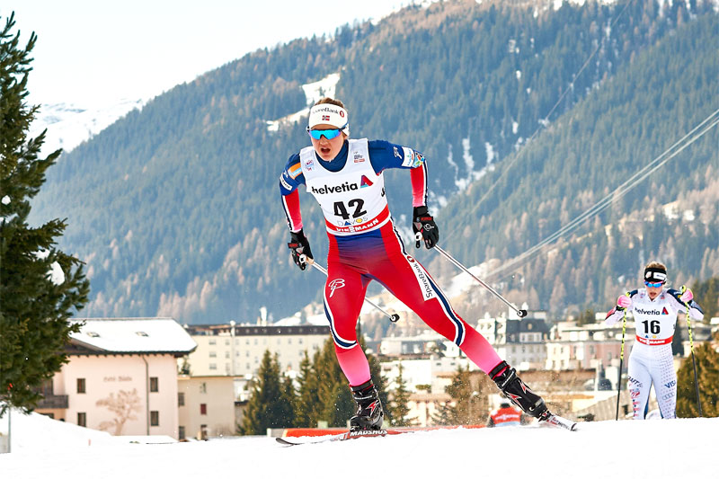 Ingvild Flugstad Østberg koster på mot 2. plass på 15 km fristil under verdenscupen i Davos 2015. Foto: Felgenhauer/NordicFocus.
