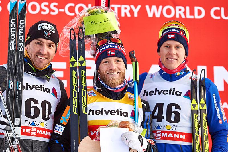 Martin og Anders ga norske farger på pallen etter 30 km fristil i Davos 2015. Fra venstre: Maurice Manificat (2. plass), Martin Johnsrud Sundby (1) og Anders Gløersen (3). Foto: Felgenhauer/NordicFocus.