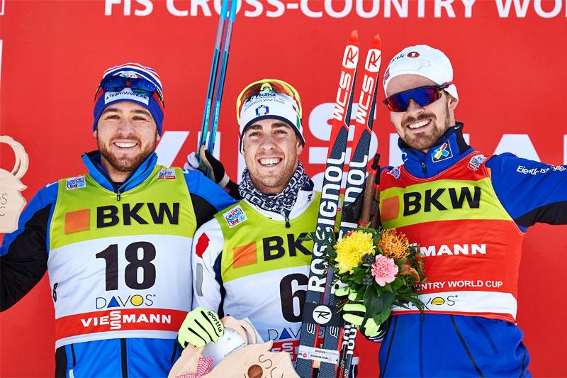 Herrenes seierspall etter verdenscupsprinten i Davos 2015. Fra venstre: Baptiste Gros (2. plass), Federico Pellegrino (1) og Sondre Turvoll Fossli (3). Foto: Felgenhauer/NordicFocus.