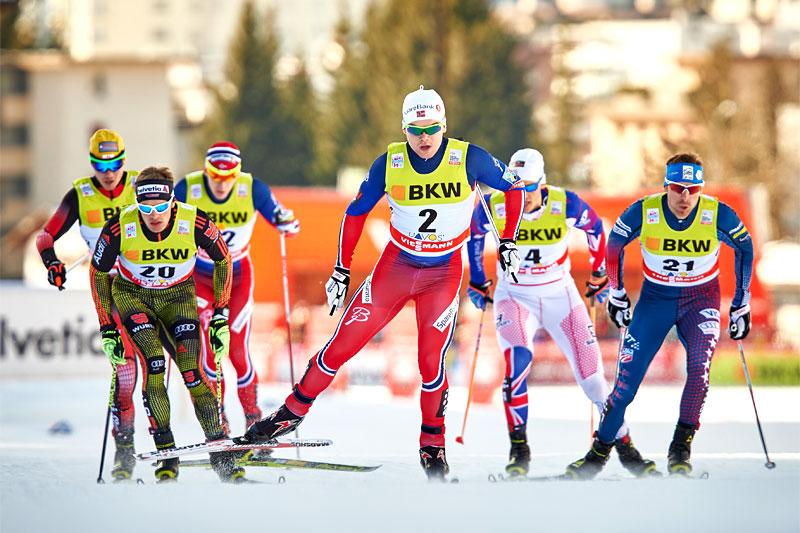 Håvard Solås Taugbøl holder føringen i et av heatene under verdenscupsprinten i Davos 2015. Foto: Felgenhauer/NordicFocus.