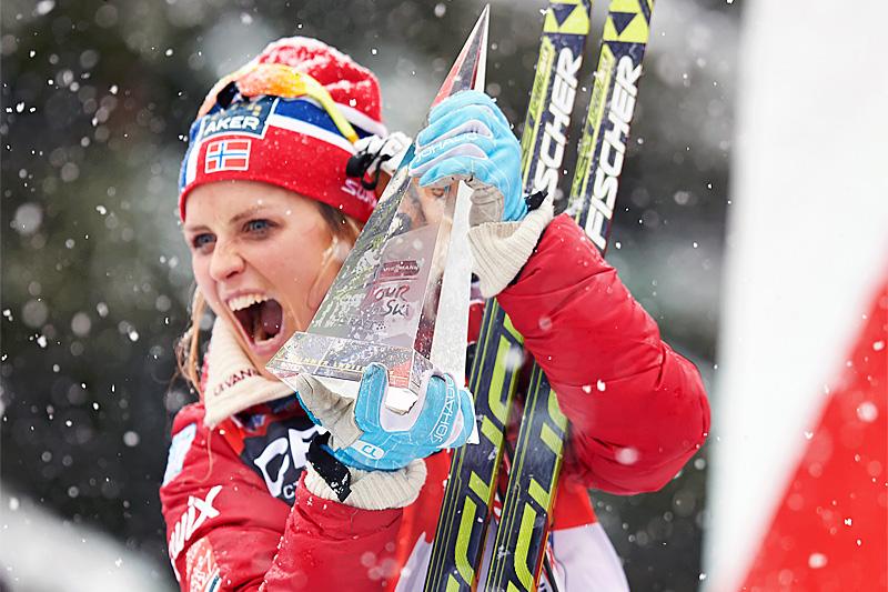 Therese Johaug jubler for sammenlagtseier i Tour de Ski 2013/2014. Foto: Felgenhauer/NordicFocus.