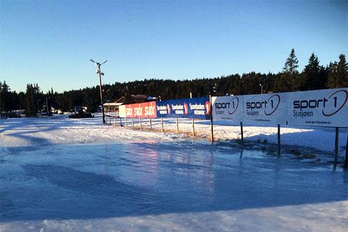 Slik ser det ut ved arenaen for Romjulsrennet Sjusjøen 26. desember 2015. 30. desember skulle dette turrennet vært gjennomført, men de må avlyse. Foto: Jørn Hemma.