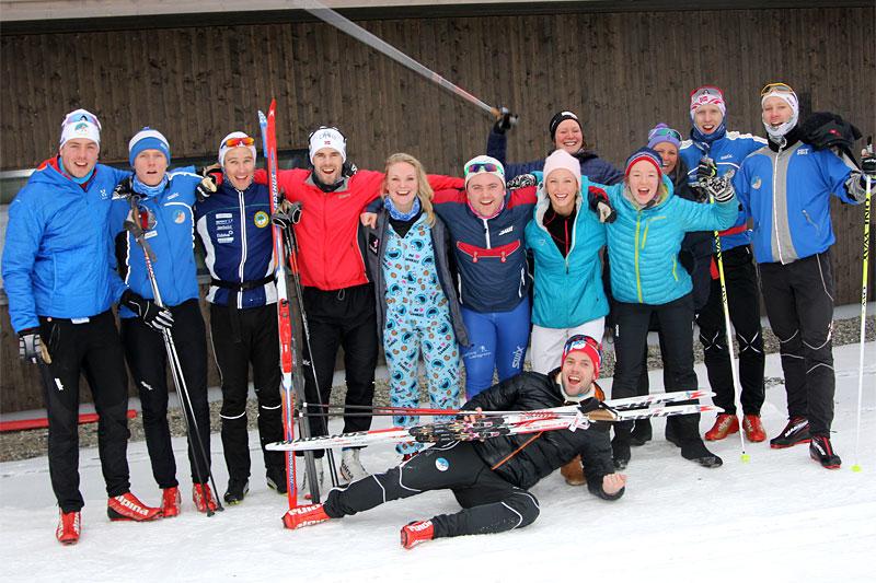 Vennegjengen av skiløpere samlet til Det tradisjonelle juleskirennet 2015. Foto: Privat.