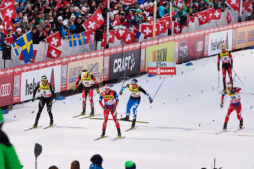 Martin Johnsrud Sundby, midt i bildet, fikk en meget god innledning på Tour de Ski 2016 med 4. plass i sprintfinalen i Lenzerheide. Foto: Felgenhauer/NordicFocus.
