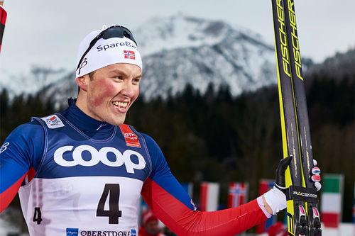 Emil Iversen jubler etter å ha vunnet sprintfinalen i Oberstdorf under 4. etappe av Tour de Ski 2016. Foto: Felgenhauer/NordicFocus.