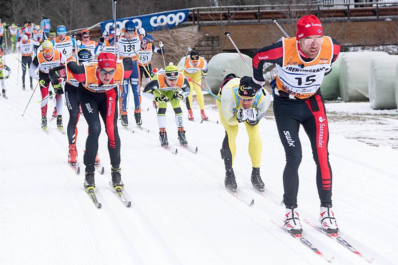 Tord Asle Gjerdalen, fremst til høyre, leder an mot seier i Marcialonga 2015. Foto: Östh/NordicFocus.
