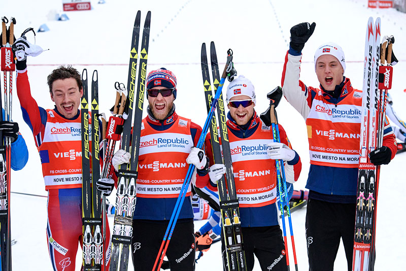 Norges vinnerlag i verdenscupstafetten i Nove Mesto. Fra venstre: Finn Hågen Krogh (4.etp), Martin Johnsrud Sundby (2), Sjur Røthe (1), Mathias Rundgreen (3). Foto: Rauschendorfer/NordicFocus.