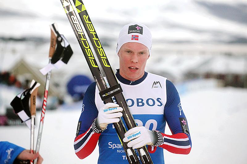 Martin Løwstrom Nyenget etter at han gikk inn til sølvmedalje på 15 kilometer klassisk under NM i Tromsø 2016. Foto: Erik Borg.
