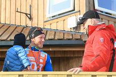 Martin Johnsrud Sundby sammen med Kong Harald i forbindelse med NM Gålå 2014. Foto: Erik Borg.