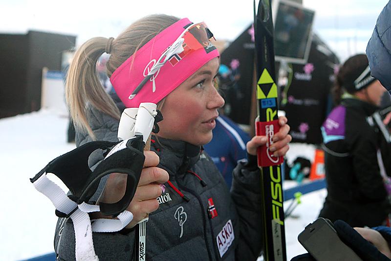 Silje Theodorsen etter at hun gikk inn til 5.-plass på fellesstarten med skibytte under NM i Tromsø 2016. Foto: Erik Borg.