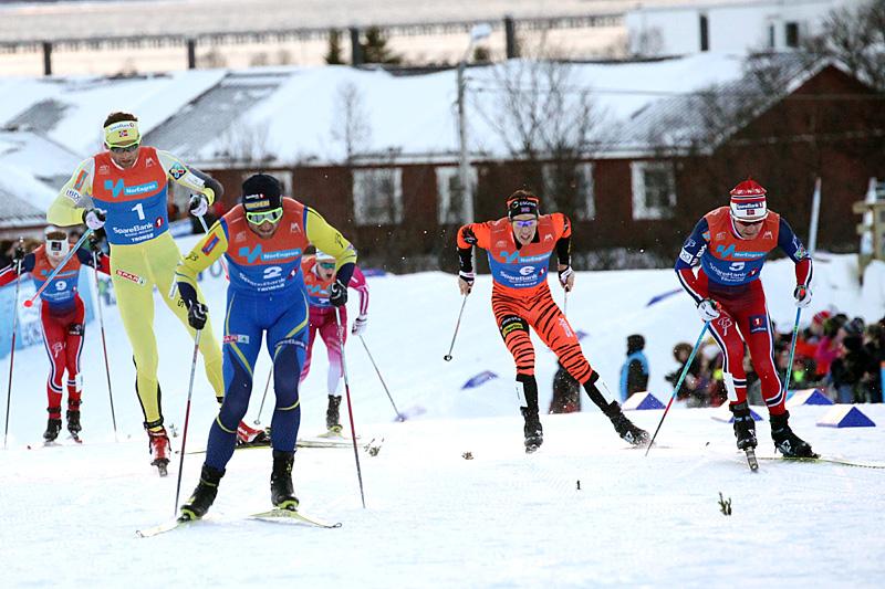 Petter Northug parkerte konkurrentene i spurten på fellesstart med skibytte under NM i Tromsø 2016. Foto: Erik Borg.