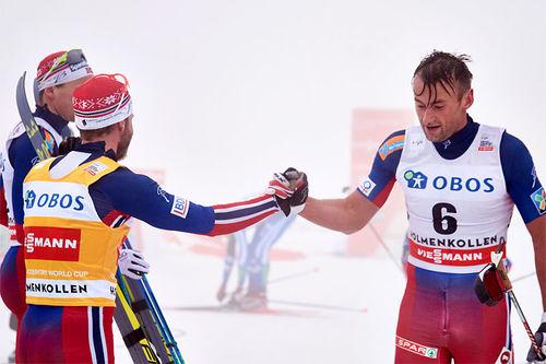 Petter Northug, til høyre, ble nummer 6 og gratulerer Martin Johnsrud Sundby med seieren på 5-mila i Holmenkollen 2016. Foto: Felgenhauer/NordicFocus.