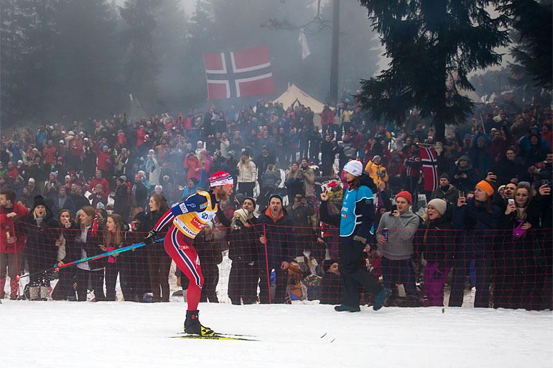 Martin Johnsrud Sundby på vei mot klar seier under 5-mila i Holmenkollen 2016. Foto: Laiho/NordicFocus.