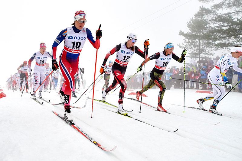 Feltet i en tidlig fase av 3-mila i Holmenkollen 2016. Nærmest kamera ser vi Astrid Uhrenholdt Jacobsen. Foto: Felgenhauer/NordicFocus.
