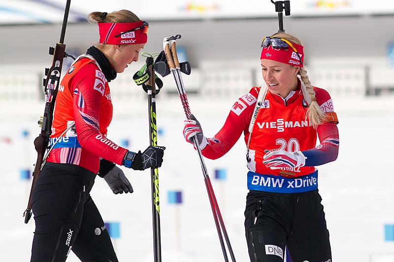 Fanny Horn Birkeland (t.v.) og Tiril Eckhoff i forbindelse med verdenscupen i Anterselva 2016. Foto: Manzoni/NordicFocus.