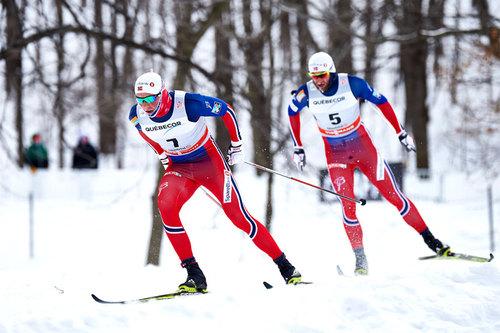 Emil Iversen og Petter Northug på vei mot 1. og 2. plass under etappe 2 av Ski Tour Canada 2016 som var 17,5 km fellesstart i klassisk stil. Foto: Felgenhauer/NordicFocus.