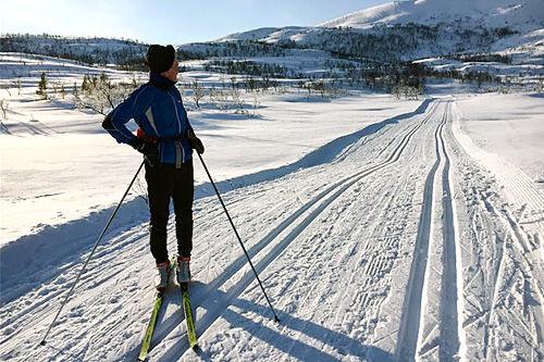 Strålende forhold i vente for deltakerne i Kvaløya Skimaraton 2016. Foto: Ole-André Helgaas.
