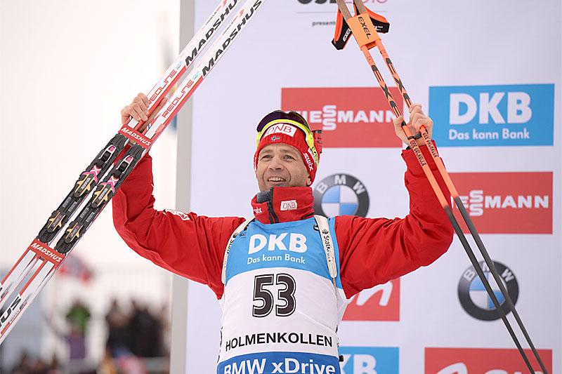 Ole Einar Bjørndalen jubler over 2. plass og sølvmedalje på sprinten under verdensmesterskapet i skiskyting 2016 i Holmenkollen. Foto: Tumashov/NordicFocus.